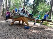 Alle auf einem Dino