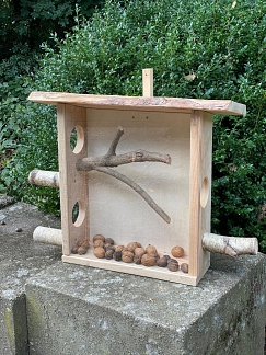 Eichhörnchenfutterstation©Helen-Keller-Schule