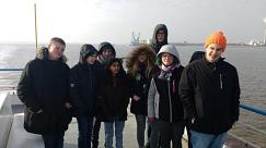 Am Mittwoch sind wir zum Klimahaus nach Bremerhaven gefahren. Hier ein Gruppenfoto auf der Weserfähre.