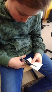 Fingerpflaster richtig schneiden