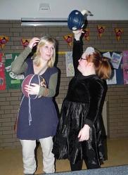 Kostümklau-weit verbreitet