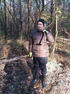Männer allein im Wald