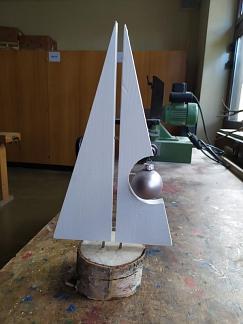 Weihnachtsbaum mit Kugel©Helen-Keller-Schule